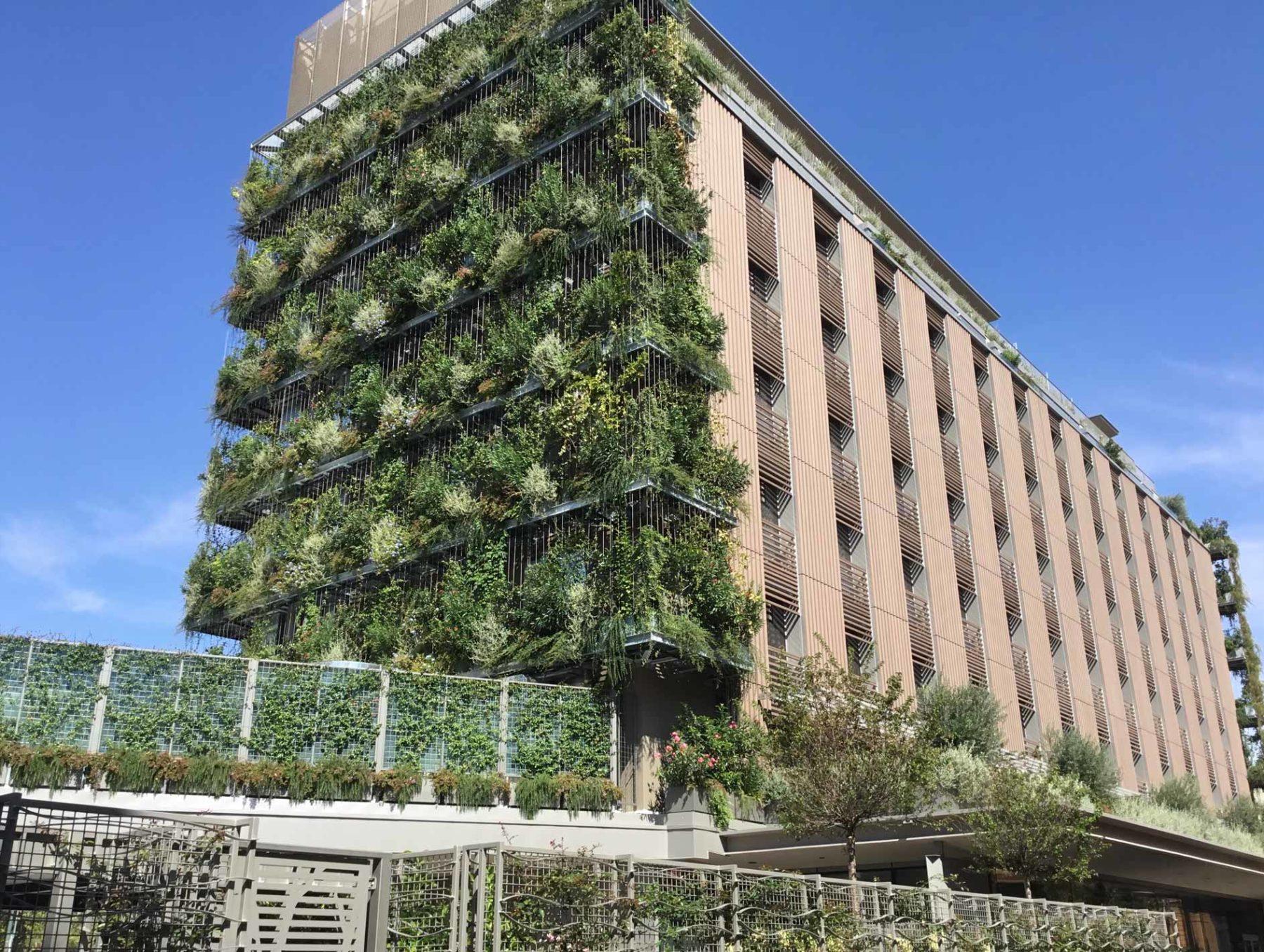 Brise soleil facciata hotel Milano