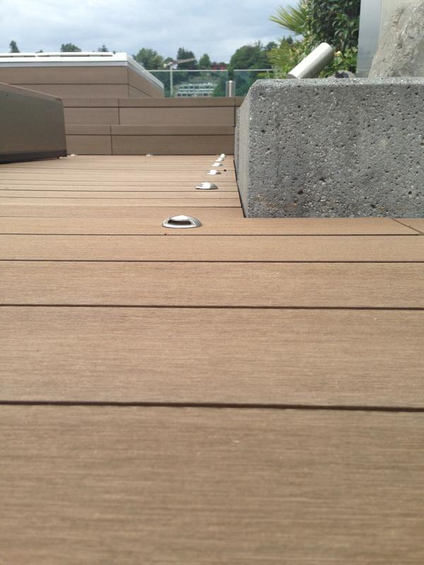 Pavimentazione esterna in legno per loft a Lugano