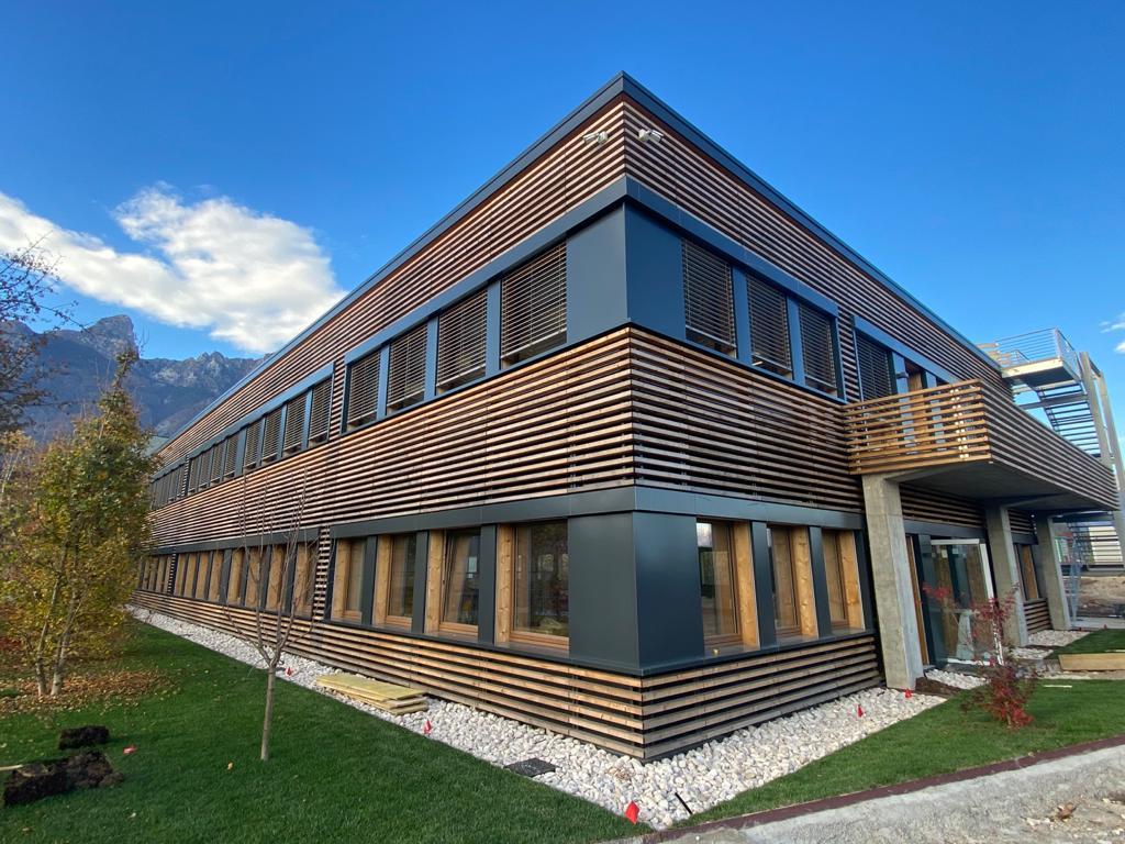 Rivestimento esterno in legno, Unifarco spa, sede di Santa Giustina Bellunese